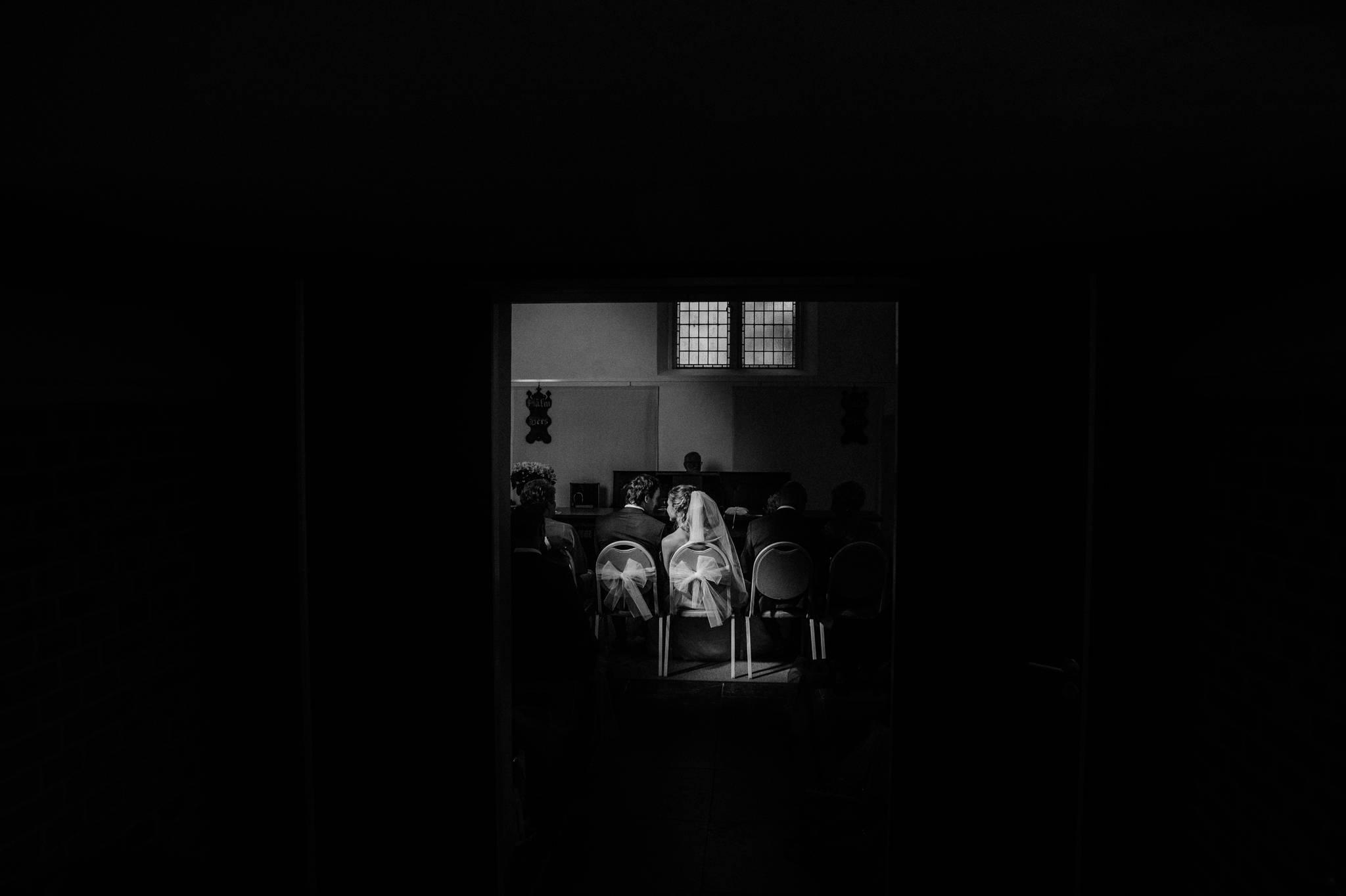 Bruidsfotograaf sleeuwijk kerkje